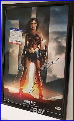 Justice League Gal Gadot Wonder Woman signed 12x18 Photo PSA DNA (Framed)