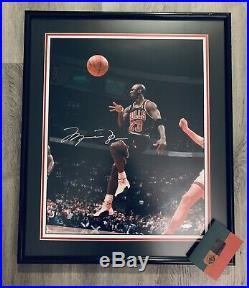 Michael Jordan Chicago Bulls No Look Pass Signed & Framed 16x20 Photo Uda Coa