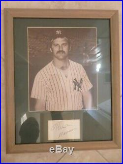 THURMAN MUNSON signed index card with photo autographed framed auto NY Yankees